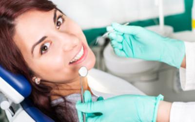 Parodontitida, skrytý nepřítel vznikající ze zánětu dásní
